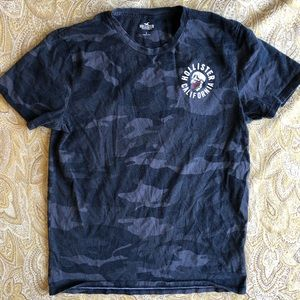 Hollister California ladies camo T-shirt large